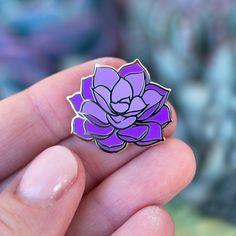 Jacket Pins, Diy Pins, Cool Pins, Pin And Patches, Metal Pins, Crafty Projects, Up Girl, Pin Badges, Lapel Pins