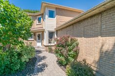 Online virtual tour for property address 70 Hemingford Place, Whitby ON Virtual Tour, Tours, Places, Outdoor Decor, Home Decor, Decoration Home, Room Decor, Lugares, Interior Decorating