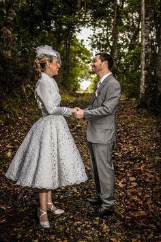 Me casei no dia 28 de julho de 2012. Meu vestido foi feito por minha mãe, costureira de mão cheia, como se diz aqui no Sul. Na época, a inspiração para o modelo do vestido veio aqui do Pinterest. De várias fotos que vi.