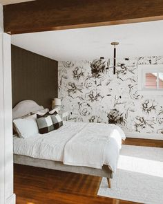 Wallpaper decoration, beautiful black&white mural that creates a nice vintage style romantic bedroom design. Bedroom Murals, Wall Murals, Large Floral Wallpaper, Romantic Bedroom Design, Wallpaper Decor, Vintage Decor, Vintage Style, Modern Decor, Wall Decor