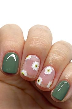 """42. Daisy and Green nails Because everybody loves flowers, these gorgeous nail art designs are pretty. Nothing says """"spring"""" quite like a bunch of... Short Nail Manicure, Cute Gel Nails, Short Gel Nails, Funky Nails, Clear Gel Nails, Pretty Short Nails, Shellac Nail Art, Pretty Nail Art, Nail Polish"""