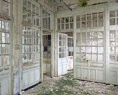 Filature - Stéphane Louis I love the idea of this being a home. Old Abandoned Buildings, Abandoned Asylums, Abandoned Places, Architecture Design, Shabby Chic Farmhouse, Farmhouse Style, Old Windows, Through The Window, Back To Nature