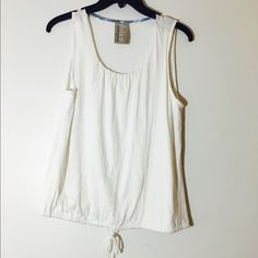 Anthropologie Dolan white sleeveless shirt. It is white, no sleeves, from the left coast collection, can be tightened at bottom! Anthropologie Tops