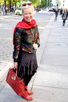 A lady in Oslo in black and red.
