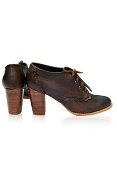 Vintage-style oxford in vintage brown color, made by hand in Bali. – ELF