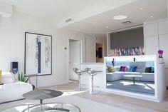 La télé est encastrée dans l'armoire et devient un miroir lorsqu'elle n'est pas en fonction. Armoire, Design, Mirror, Kitchens, Clothes Stand, Closet, Reach In Closet, Wardrobe Storage