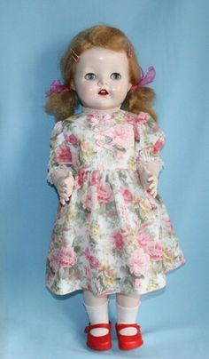 Pedigree walker Old Dolls, Antique Dolls, Vintage Dolls, Vanitas, Dollhouses, Beautiful Dolls, Vintage Antiques, Baby Dolls, Doll Clothes