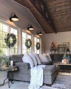 32 Cozy Modern Farmhouse Sunroom Decor Ideas