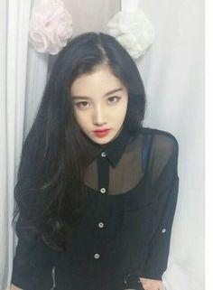 Vampire P. Park Si Yeon, Pledis Girlz, Dragon Family, Pretty Photos, Pledis Entertainment, Girl Bands, Drawing People, Ulzzang Girl, Pink Hair