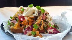 Surdeigsbrød med skogsopp Tacos, Mexican, Ethnic Recipes, Food, Meal, Essen, Hoods, Meals, Mexicans
