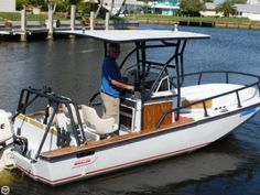 Boston Whaler 20 Outrage, 20', for sale - $15,000