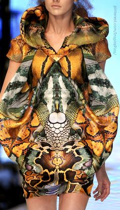 Alexander McQueen #PurelyInspiration i like the fact that it wraps around the neck