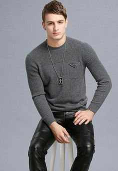 Guys in leather pants Mens Leather Pants, Tight Leather Pants, Leather Fashion, Mens Fashion, Hommes Sexy, Young Fashion, Cute Guys, Men Sweater, Skinny