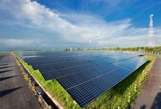 Министр экологии, устойчивого развития и энергетики Франции Мари-Сеголен Руаяль (Marie-Segolene Royal) заявила, что в стране вскоре появятся покрытые солнечными панелями дороги, которые смогут обеспечивать электричеством до 5 млн человек. Оборудовать