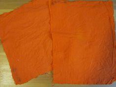 Kävin yhden kurssin TTY:llä, nimeltään Tekstiilien värjäys ja huolto. Siellä värjäsimme ja painoimme eri menetemillä, testasimme eri kankaiden värjääntyvyyttä ja testasimme erilaisin kokein kankaita värjättyinä ja ilman väriä. Lisäksi teimme kankaille erilaisia viimeistelyjä (esimerkiksi tahraamattomuus). Teoriaopintoihin kuului tekstiilien huoltoa.