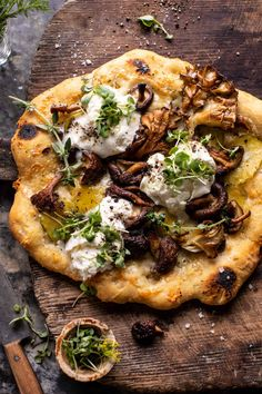 This easy Potato and Wild Mushroom Burrata Pizza is for nights when you're in need of a really yummy pizza that's homemade, vegetable-filled, and cheesy! dinner oven Potato and Wild Mushroom Burrata Pizza. Oven Roasted Mushrooms, Wild Mushrooms, Stuffed Mushrooms, Burrata Pizza, Mushroom Pizza, Half Baked Harvest, Good Pizza, Pizza Recipes, Food Network