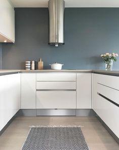 funkis) op In… Modern Kitchen Design, Interior Design Kitchen, New Kitchen, Kitchen Decor, Small U Shaped Kitchens, Küchen Design, Cool Kitchens, Kitchen Remodel, Sweet Home