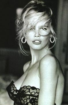 Lulalulera´s World: Hermanas gemelas? Claudia Schiffer y Lara Stone Lara Stone, Ellen Von Unwerth, Brigitte Bardot, Timeless Beauty, Classic Beauty, Poses, Guess Ads, Beautiful People, Beautiful Women