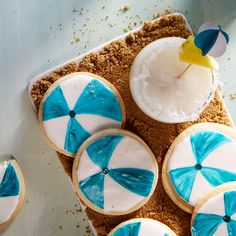 A sweet beachy treat. Make sugar cookies and ice with 
