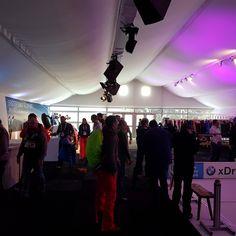 In dieser Alu-Vista Eventlocation fanden sich der Empfangsbereich, die  Garderobe sowie ein Wintersportspaß wieder.