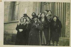 Solange Bertrand et ses camarades à une sortie de cours en 1933. www.fondationsolangebertrand.org