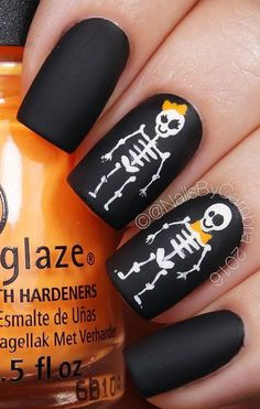 halloween-nail-art - 50 Cool Halloween Nail Art Ideas nail art designs 2019 nail designs for short nails step by step holiday nail stickers self adhesive nail stickers best nail polish strips 2019 Ongles Gel Halloween, Halloween Acrylic Nails, Cute Halloween Nails, Halloween Nail Designs, Halloween Coffin, Creepy Halloween, Halloween Ideas, Holloween Nails, Halloween Party