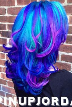 electrifying blue dyed hair color @pinupjordan
