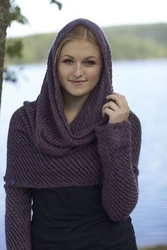 Ravelry: Syrin Sjelevarmer pattern by Linda Marveng. Photo: Kim Müller Model: Anna Pfeifer