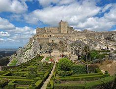 Castelo de Marvão Classificado como Monumento Nacional, tem vindo a ser mantido em bom estado de conservação com o apoio da Liga dos Amigos do Castelo e da Câmara Marvão. Situa-se no mais alto pico da Serra de São Mamede, no Parque Natural, presumindo-se que remonta à pré-história.