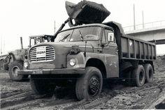 De Tatra 148 had een luchtgekoelde V8 dieselmotor, 12.700 cc, maximum vermogen 212 pk bij 2000 t/min. Bruto laadvermogen: 14 ton.