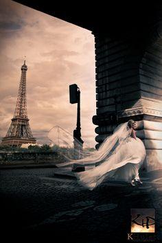 Beautiful bride in Paris destination wedding. Shot by Destination Wedding Photographers K Hulett Photography.