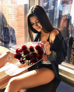 Find images and videos about girl and flowers on We Heart It - the app to get lost in what you love. Tumblr Photography, Photography Poses, Tmblr Girl, Foto Pose, Girls Dpz, Stylish Girl, Girl Photos, Sexy Outfits, Girl Birthday