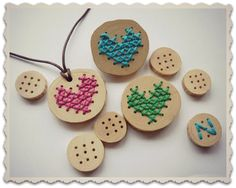DIY embroidery accessories (and fimo) Hat Crafts, Diy And Crafts, Crafts For Kids, Arts And Crafts, Learn Embroidery, Cross Stitch Embroidery, Cross Stitch Patterns, Embroidery Jewelry, Embroidery Thread