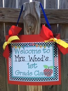 Welcome your students with this cutie!  Print at school or home! TEACHER Class Sign for Door or Wall by by sunshinetulipdesign, $6.00