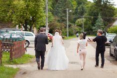 A kreatívra megyünk éppen, csak a legfontosabbakat visszük. Film, Wedding Dresses, Fashion, Bridal Dresses, Moda, Movies, Bridal Gowns, Film Stock, Wedding Gowns