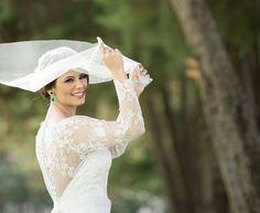 Noiva | Bride | Vestido | Dress | Vestido de noiva | Wedding dress | Bride's dress | Inesquecivel Casamento | Renda | Rendado | Vestido rendado | Véu | Véu de noiva | Grinalda | White dress | Vestido bordado | Bordado | Vestido de manga comprida | Vestido branco