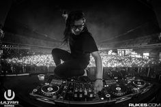Skrillex playing at Ultra Music Korea 2015.