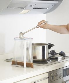 Make life in the kitchen simple with the Foldable Kitchen Bag Holder.