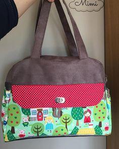 emiliebary Un joli sac boogie de @patrons_sacotin pour moi avec ce tissu Michael Miller que j'adore agrémenté avec un petit porte clé pomme au crochet... #couture #coutureaddict #crochet #crochetaddict #pomme #🍎 #sewing #tissu