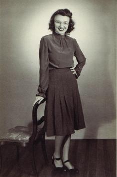 Hali Felt: Marie Tharp: The Woman Who Mapped The Ocean Floor    http://www.huffingtonpost.com/hali-felt/marie-tharp-map-ocean_b_1826410.html