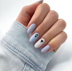 False nails have the advantage of offering a manicure worthy of the most advanced backstage and to hold longer than a simple nail polish. The problem is how to remove them without damaging your nails. Blue And White Nails, Nails 2018, Cute Acrylic Nails, Super Nails, Winter Nails, Autumn Nails, Stiletto Nails, Trendy Nails, Christmas Nails