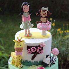 Mutlu pazarlar  #sundayfunday  Pastamın bugün de alt ve üst kısımlarının ayrıntılarını paylaşıyorum. #mydesign#butikpasta#şekerhamuru#doğumgünü#birthday#2yaş#girlcake#zebra#zürafa#giraffe#mushroom#monkey#maymun#instacake#cakestagram#fondant#edibleart#green#detail#detay#cakeart#customcake