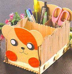 arte da Menina traquina: artes com palito Popsicle Stick Crafts, Popsicle Sticks, Craft Stick Crafts, Kids Crafts, Diy And Crafts, Popsicles, Toy Chest, Triangle, Recycling