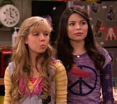 close ups Jenette Mccurdy, Dan Schneider, Icarly And Victorious, Duo Costumes, Nickelodeon Shows, Sam And Cat, Memes, Luke Evans, Disney Channel