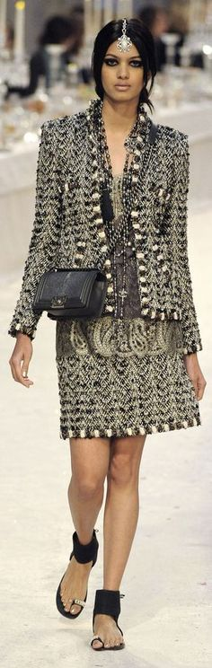 ✪ Gorgeous India Influence in Chanel's Paris-Bombay Pre-Fall 2012 2013 collection ~ Very cool ✪ http://www.vogue.it/en/shows/show/fw-12-13-pre-fall/chanel