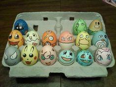 Huevos de Pascua decorados con diferentes caras