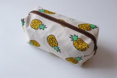 Pineapple pencil bag,pencil case,zipper pouch,Back to School,Makeup Bags,Cosmetic Bags,gift for women,teen gift  Made of canvas .  Measurements:   10