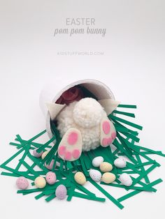 How cute is this pom pom bunny bottom?! Would make a great kids table centerpiece and making the Easter Bunny chocolate stash all the cuter xxx @stacyofksw