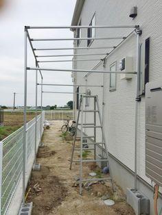 雨避け屋根がある自転車置き場を簡単DIY Home Greenhouse, Front Yard Fence, Gardening Gloves, Back Patio, Diy Home Crafts, Diy Frame, Dream Garden, Backyard Landscaping, Canopy