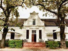 Ten things to do in Stellenbosch: cape Dutch house Classic Architecture, Amazing Architecture, Architecture Details, Cape Dutch, Dutch House, Adventure Is Out There, Cape Town, Tiny Houses, South Africa